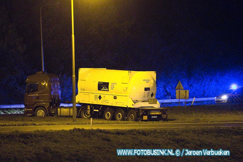 Hulpdiensten opgeroepen voor een ongeval met Tankwagen A15 Alblasserdam.