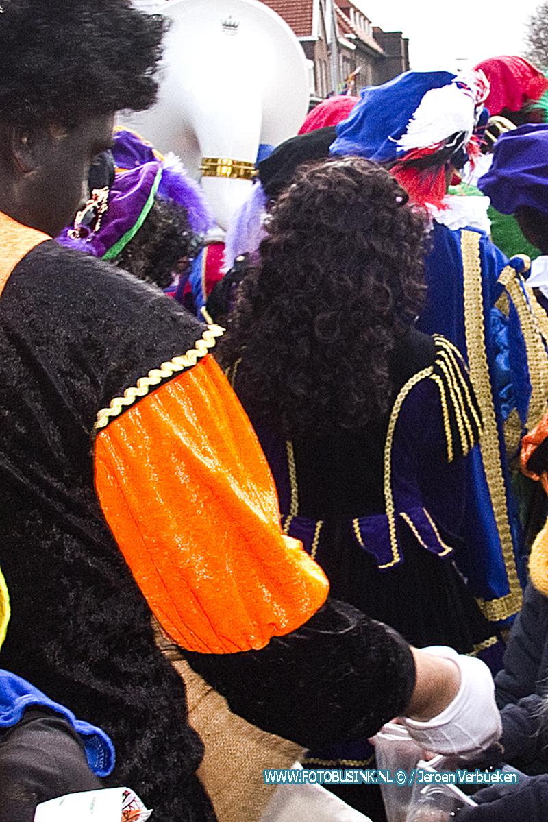 Illegale zwarte Piet uit Sinterklaastocht Sliedrecht gezet.