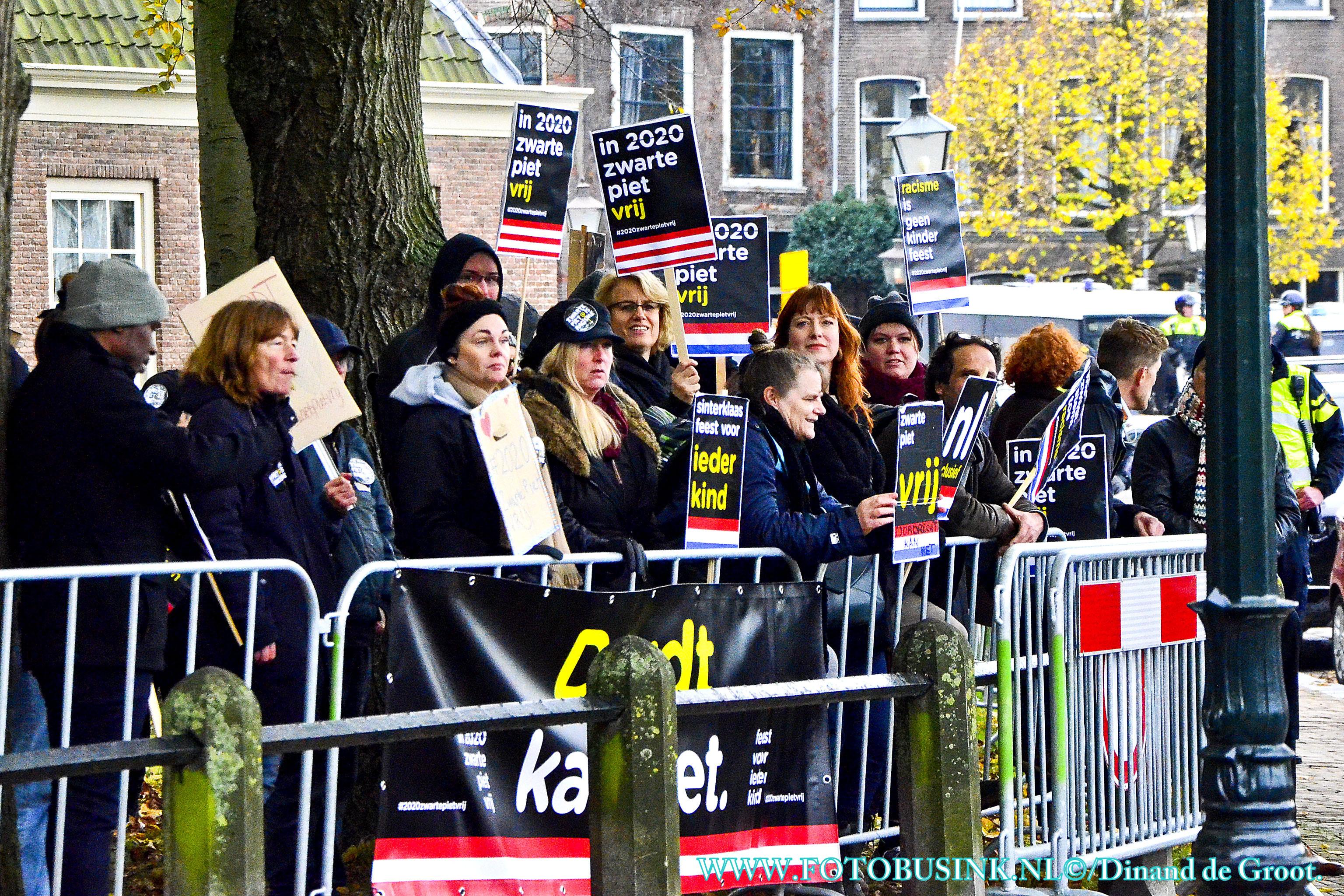 Demonstratie bij Sinterklaasintocht in Dordrecht.