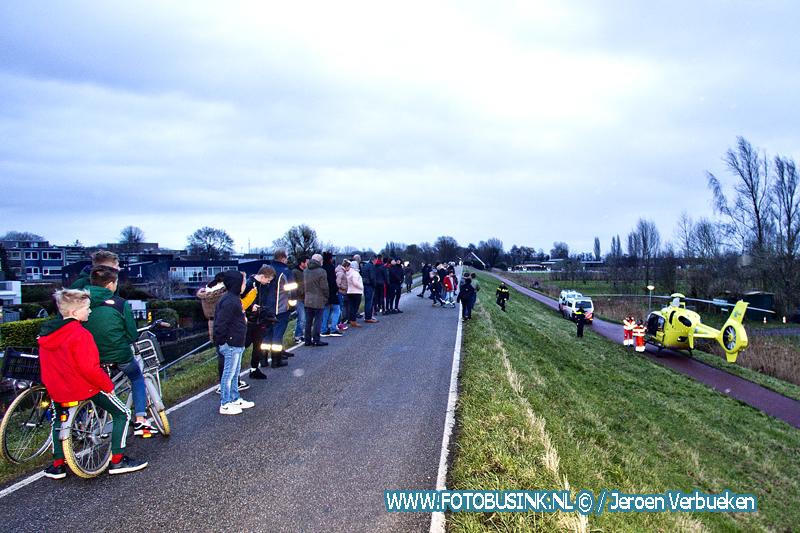 Medische Noodsituatie onder aan de Wieldrechtse Zeedijk in Dordrecht.