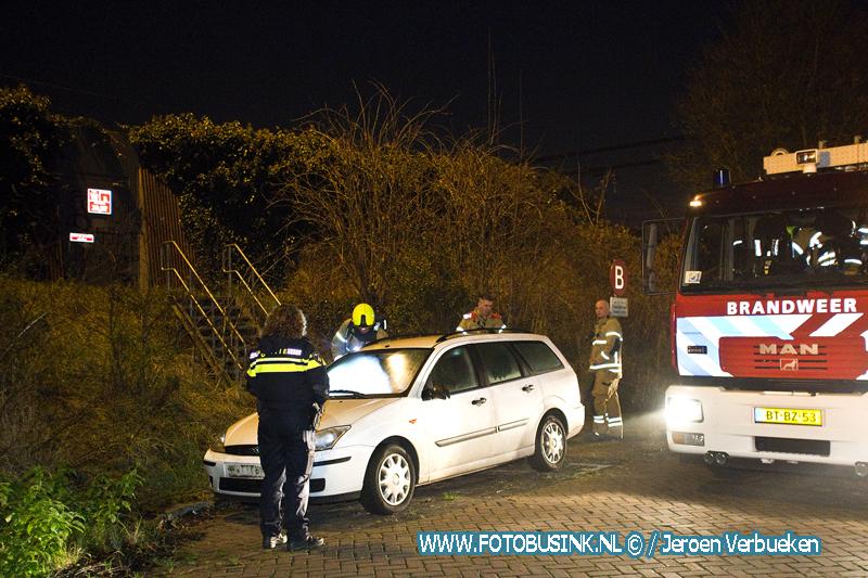 Vuurwerk in geparkeerde auto gegooid aan de Vlietlaan in Dordrecht.