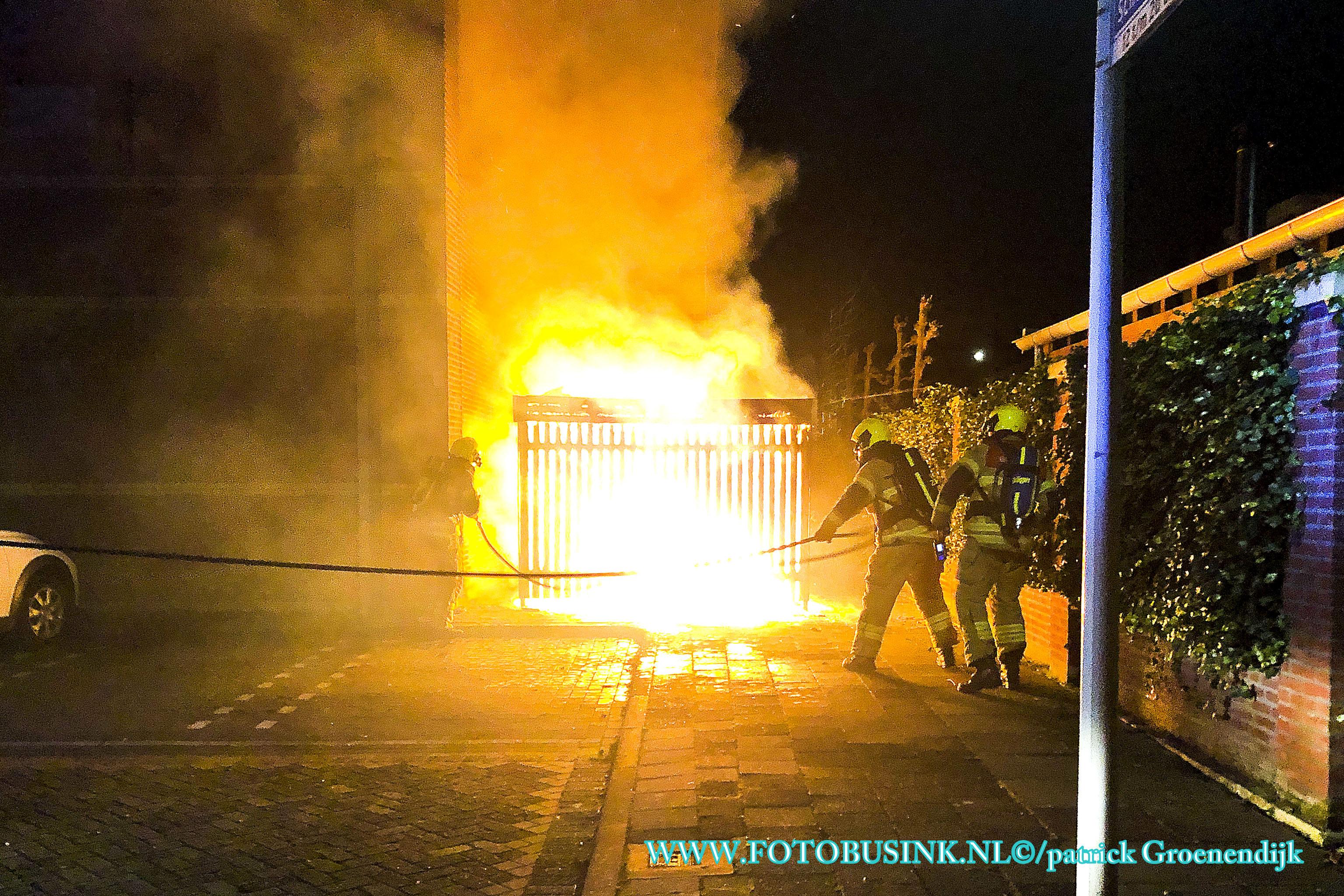 Opslagschuurtje in de brand aan De Schans in Papendrecht