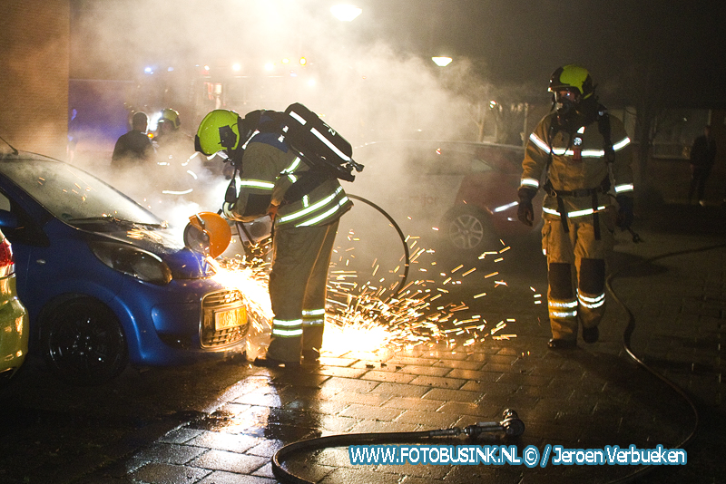 Twee auto's in de brand gestoken in de wijk Sterrenburg te Dordrecht.