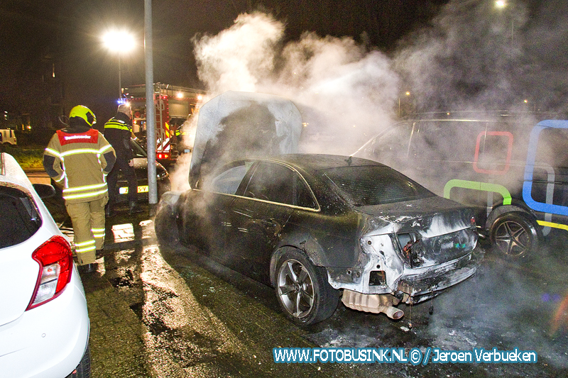 Wederom auto verwoest door brand in Dordrecht