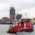 Vrachtwagen verliest lading gordijnrollen op de A16 Dordrecht.