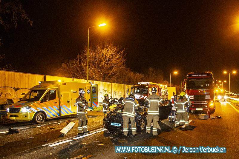 Taxi klapt op vrachtwagen N3 Dordrecht.