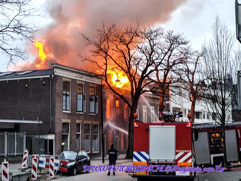 Grote brand in binnenstad van Dordrecht