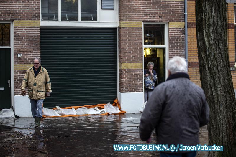 Hoog water in de binnenstad van Dordrecht.