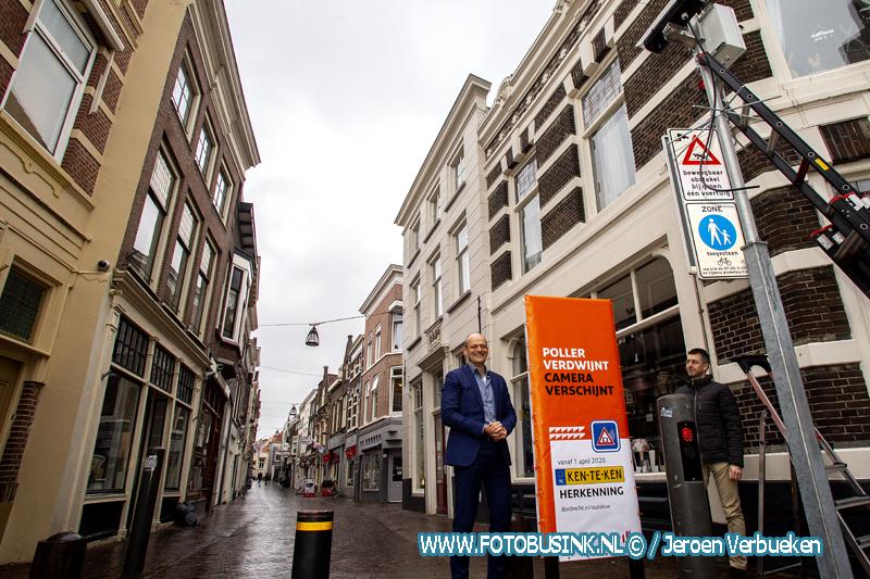 Startmoment vervanging pollers in het centrum van Dordrecht.
