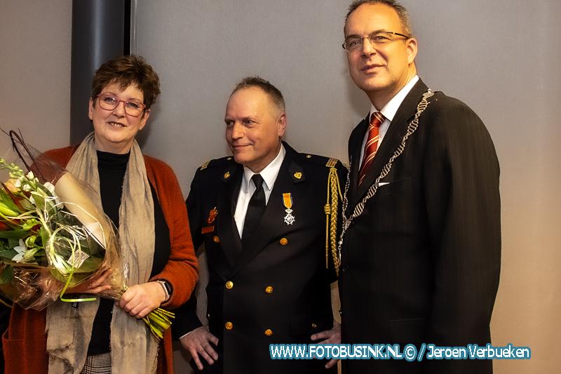 9 brandweerlieden ontvangen in Alblasserdam een koninklijke onderscheiding