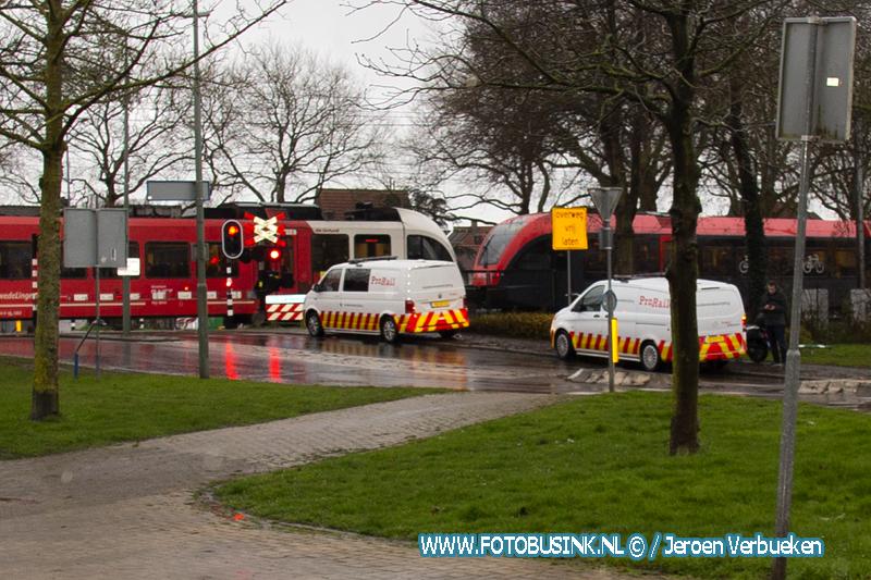 Passagierstrein botst in Dordrecht op vuilniswagen.