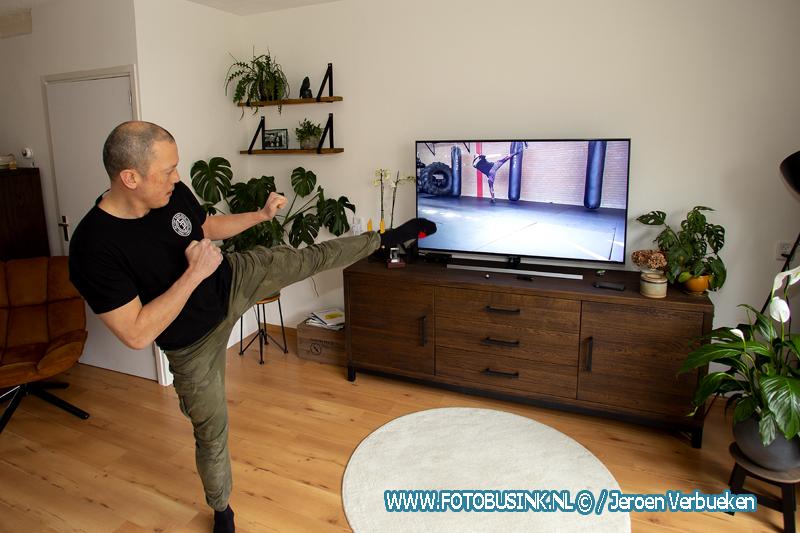 Sporters trainen online thuis tijdens de Coronacrisis.