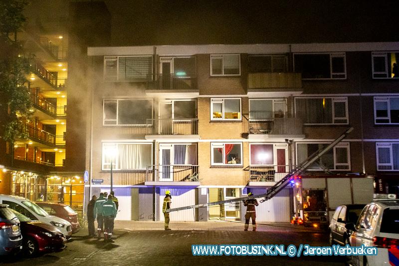 Woningen ontruimd na brand in portiekwoning aan de Stierstraat in Dordrecht.