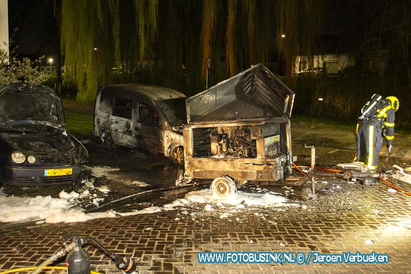 Meerdere branden afgelopen nacht in wijk Crabbehof in Dordrecht ,2 auto's , een kliko en aanhanger verwoest.