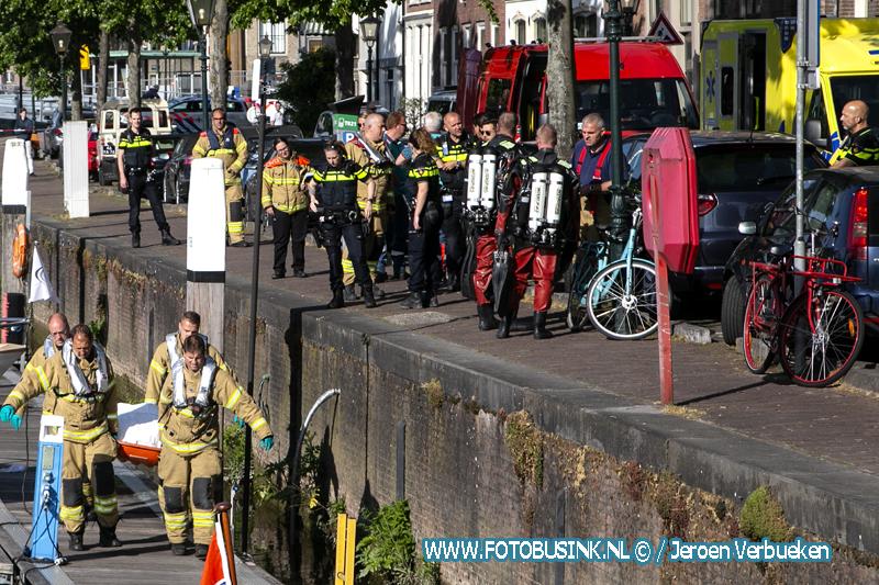 Overleden persoon aangetroffen langs kade in jachthaven van Dordrecht.