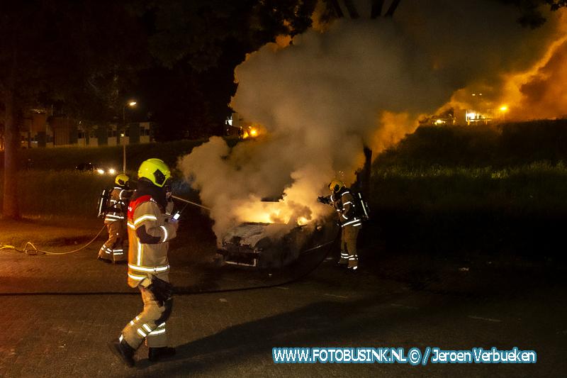 Opnieuw auto verwoest door brand aan de van Eedenstraat in Zwijndrecht.