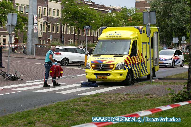 Fietser aangereden door stadsbus op de Spuiboulevard in Dordrecht.