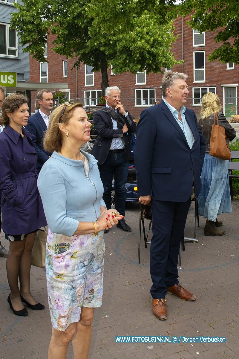 Bezoek minister Van Nieuwenhuizen aan klimaatadaptieve Dordwijkzone