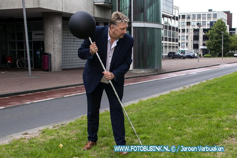 Lancering 'Bomenprikker' op de middenberm van de Spuiboulevard in Dordrecht.
