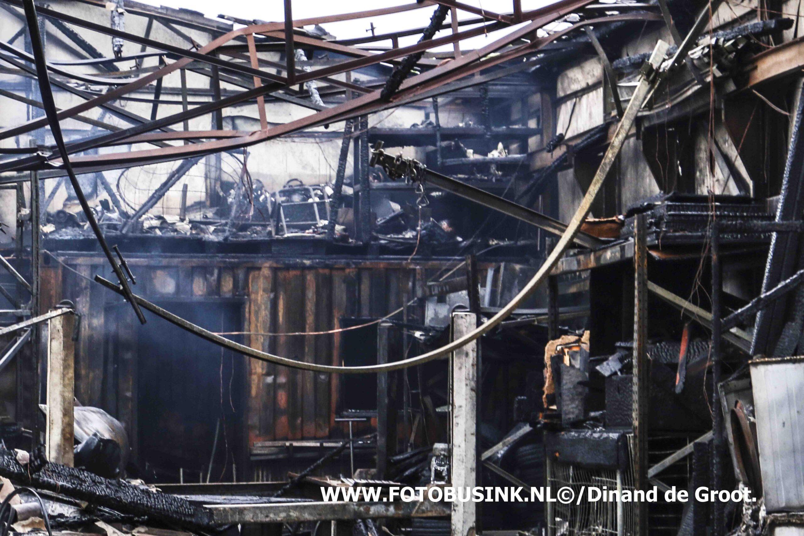 Grote brand op industrieterrein in Sliedrecht.