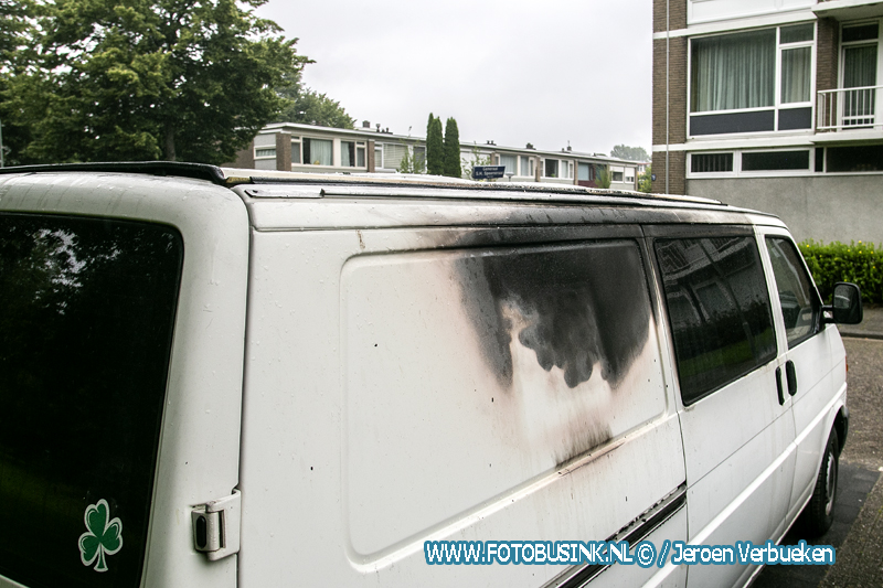Twee auto's verwoest door brand aan de Generaal S.H Spoorstraat in Dordrecht.
