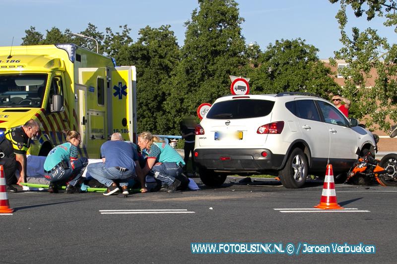 Motor klapt op auto aan de Lindtsedijk in Zwijndrecht.