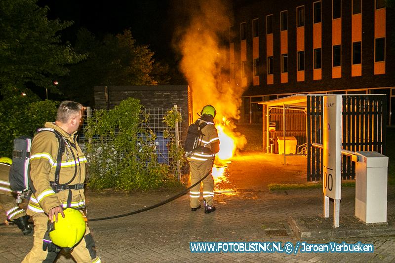 Buitenbrand tegen elektriciteitshuisje aan de Laan van Londen in Dordrecht.