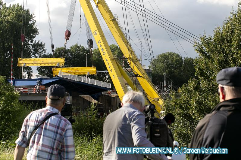 Tweede brugdeel van de Wantijbrug in Dordrecht geplaatst.