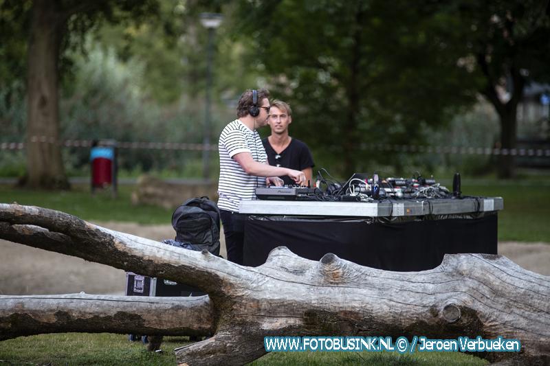 Silent Social Distance Disco in het Sterrenburgpark in Dordrecht.