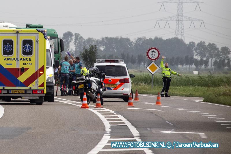 Wielrenner ernstig gewond na aanrijding met een taxibusje op de N214