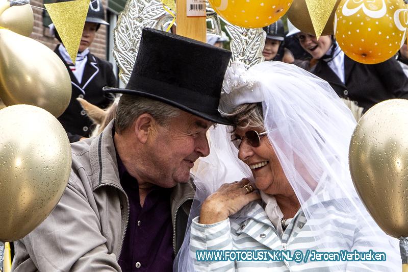 Ere rit voor Dordtse Kees en Sija valk vanwege hun 50 jaar huwelijk.