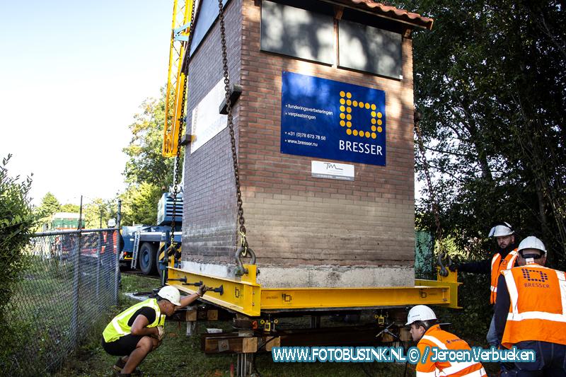 Vleermuisflat in Dordrecht staat na verhuizing op nieuwe plek.