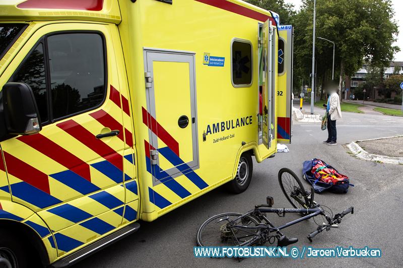 Jongen gewond naar ziekenhuis na aanrijding met auto Galileilaan Dordrecht.