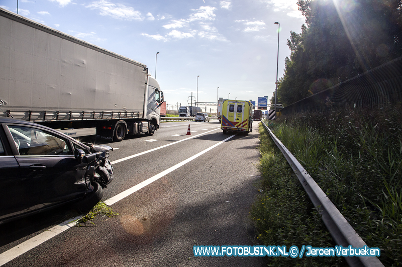 Ongeval tussen personenauto en een vrachtwagen A15 Papendrecht.