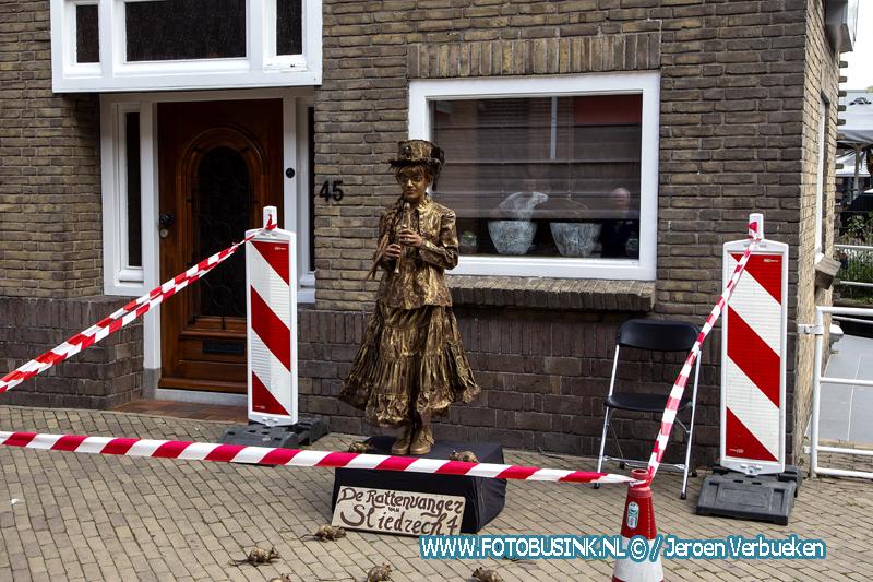 Junior Living Statues Festival op de Kerkbuurt in Sliedrecht.