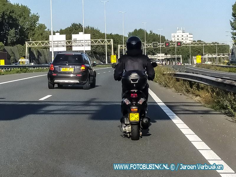Bromscooter door de Drechttunnel A16..VIDEO