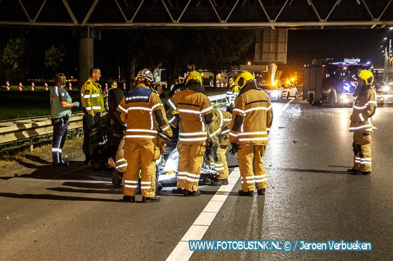 Auto op zijn kop na ongeval A16 Hendrik Ido-Ambacht.