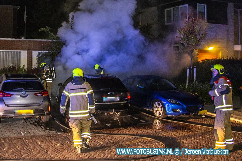 Drie auto's beschadigd na autobrand aan de Dommelstraat in Dordrecht.