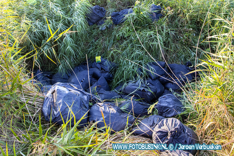 Ruim 60 zakken hennepafval aangetroffen aan de Landbouwweg in Dordrecht.