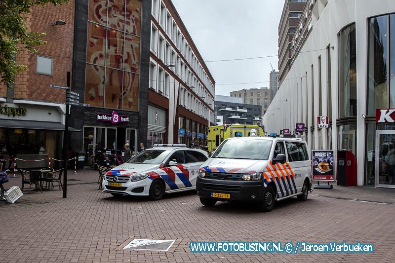 Medische noodsituatie aan het Achterom in Dordrecht.