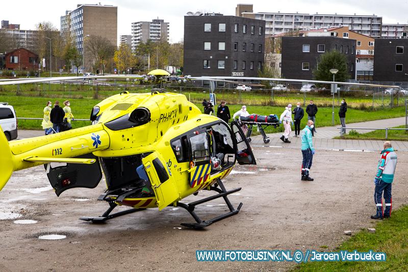 Lifeliner 5 bij ziekenhuis Dordrecht voor vervoer van Corona patiënt.
