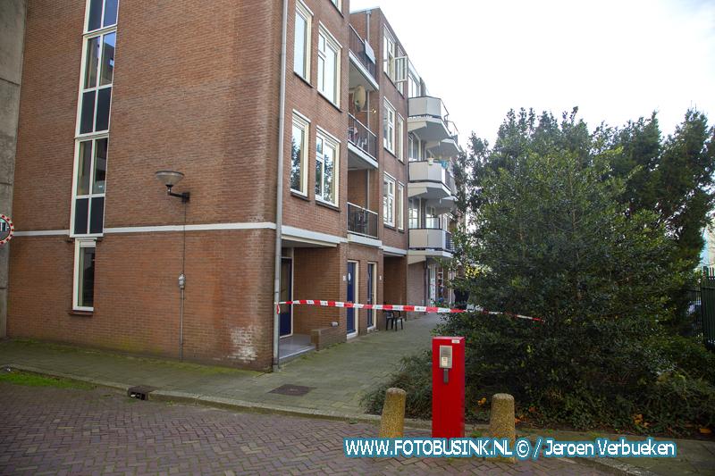 Man valt van balkon aan het Geldelozepad in Dordrecht.