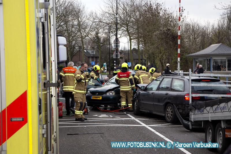 Drie gewonden bij ernstig ongeval Prins Hendrikbrug Dordrecht.