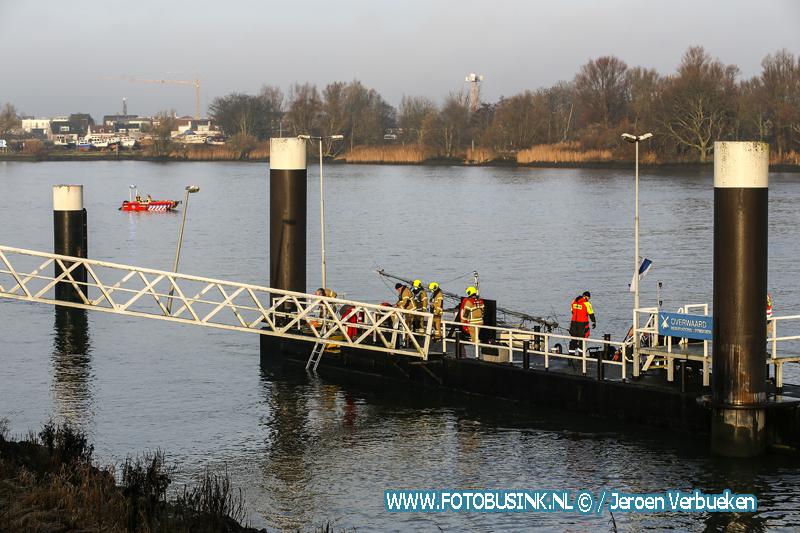 Zoektocht naar mogelijke drenkeling Lekdijk Kinderdijk.