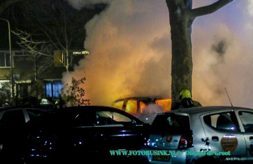 Brand verwoest auto in Sliedrecht.