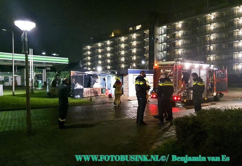 Tent in brand gestoken bij Cafetaria Moreno aan de Leeuwstraat in Dordrecht.