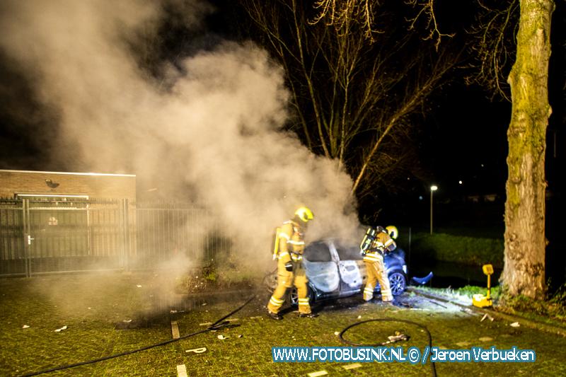 Wederom auto verwoest door brand aan het Suze Groeneweg-Erf in Dordrecht.