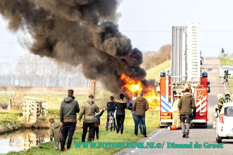 Caravan in de brand aan de Polderweg in Hardinxveld-Giessendam.
