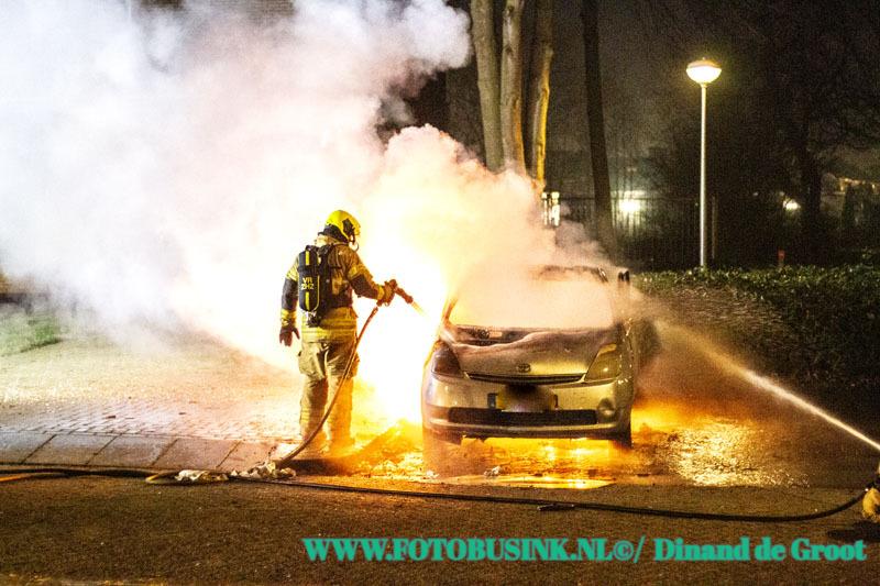 Auto verwoest door brand de Sumatralaan in Zwijndrecht.