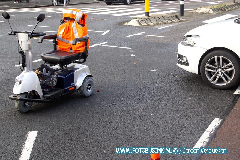 Aanrijding letsel tussen scootmobiel en auto op de Krispijnseweg in Dordrecht.